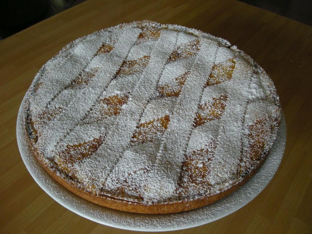 la pastiera napoletana è pronta! Cospargi con zucchero a velo e servi!