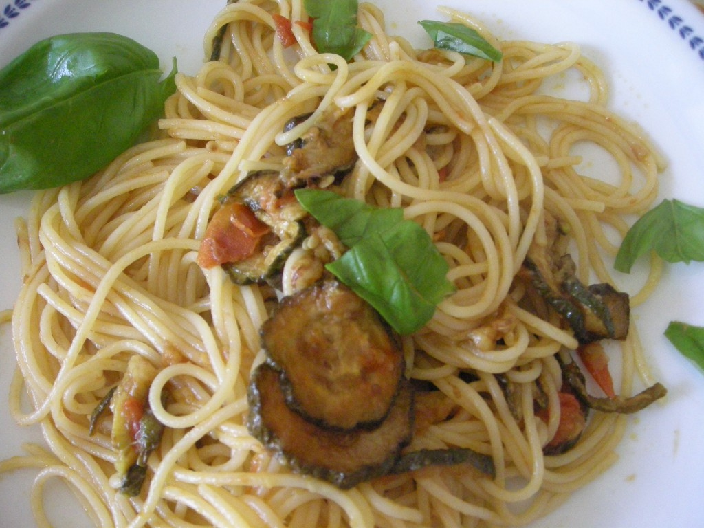 pasta con zucchine e pomodorini