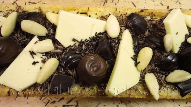 Crostata di crema pasticcera con pezzettoni di cioccolato