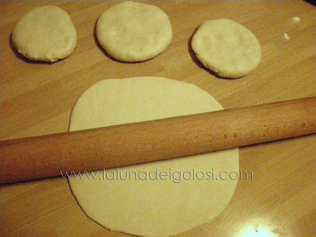 dividi la pasta in quattro parti