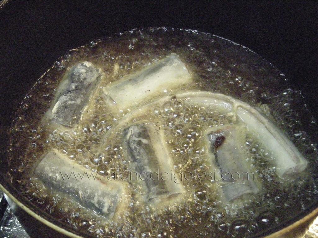 friggile in abbondante olio bollente