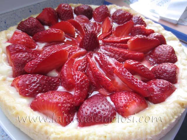 Crostata di fragole e crema pasticcera...auguri mamme!!