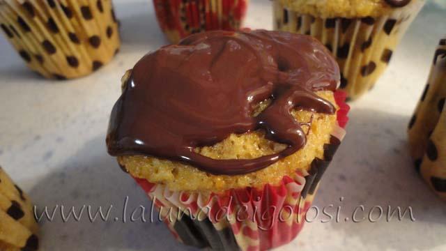 Cupcake con carote, noci e cioccolato: ottima merenda da campioni!