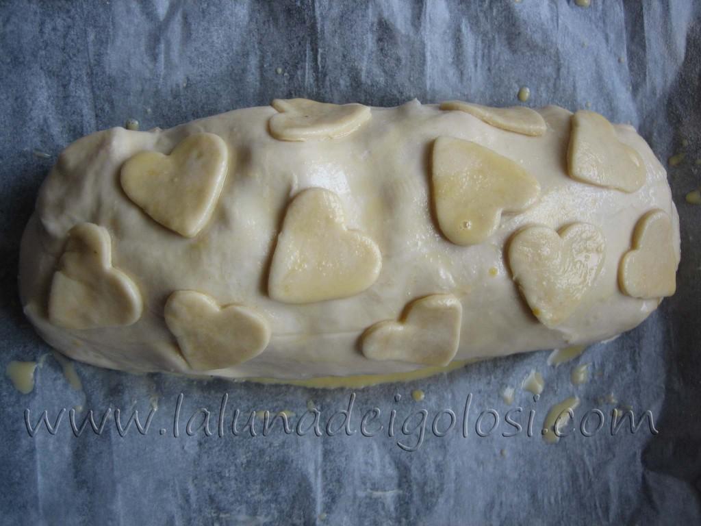 Strudel salato al prosciutto, formaggio e funghi: Se ti è avanzata della pasta, usala per decorare