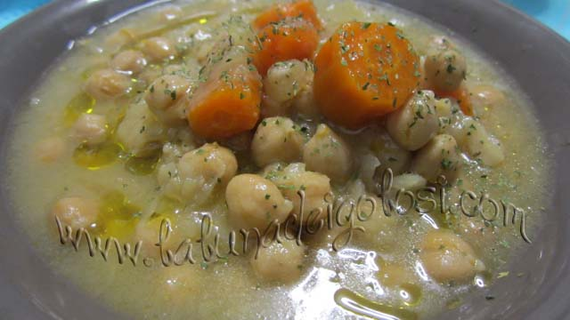 portare in tavola una bella minestra calda è come regalarci una coccola!