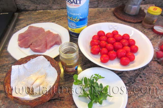 Caserecce Tonno e Menta: ci servono: aglio, tonno, pomodori, menta, acciuga, sale, olio d'oliva evo