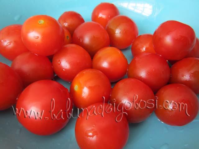 LAva e asciuga i pomodori