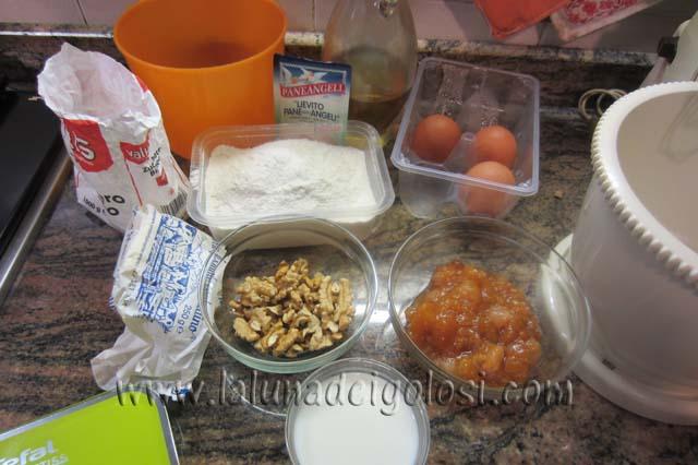 ingredienti del ciambellone alla frutta cotta
