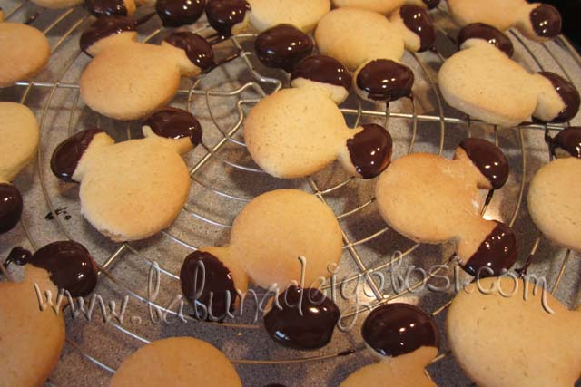 metti i biscotti topolino su una gratella