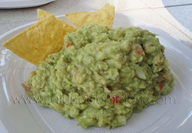Salsa guacamole: servi con pane o nachos e...Buon appetito!!