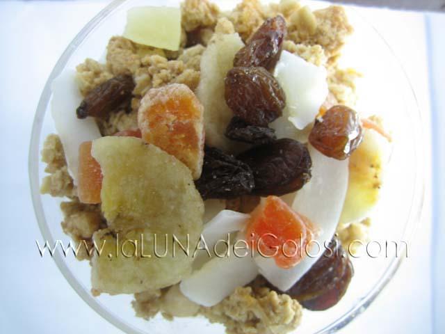 Yogurt fatto in casa: colazione sana con yogurt, ananas e cereali!