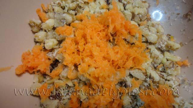 Cupcake con carote, noci e cioccolato: noci e carote tritate