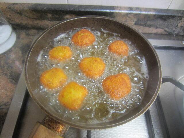Nuggets di Pollo sfiziosi, gustosi e saporiti: scalda l'olio di semi e friggi nuggets